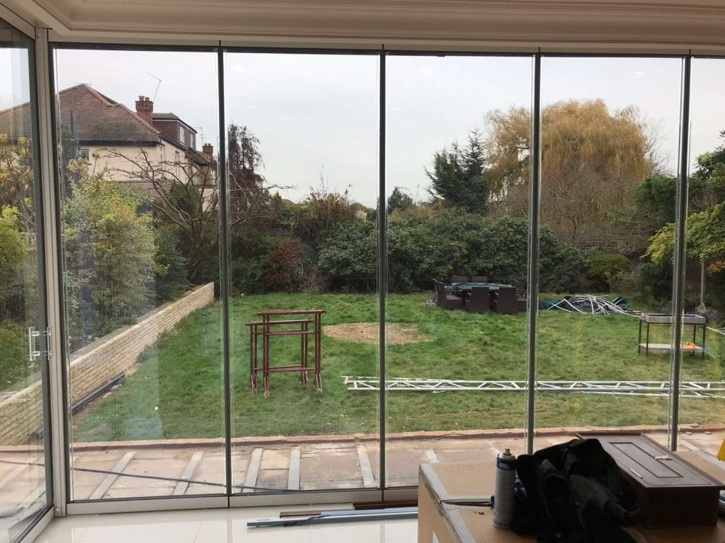 London Large Corner Frameless Doors image 1