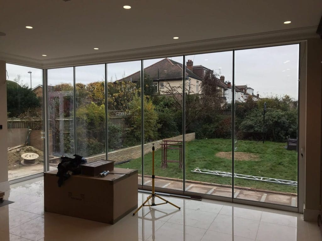 London Large Corner Frameless Doors image 2