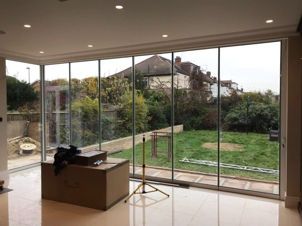 London Large Corner Frameless Doors image 3