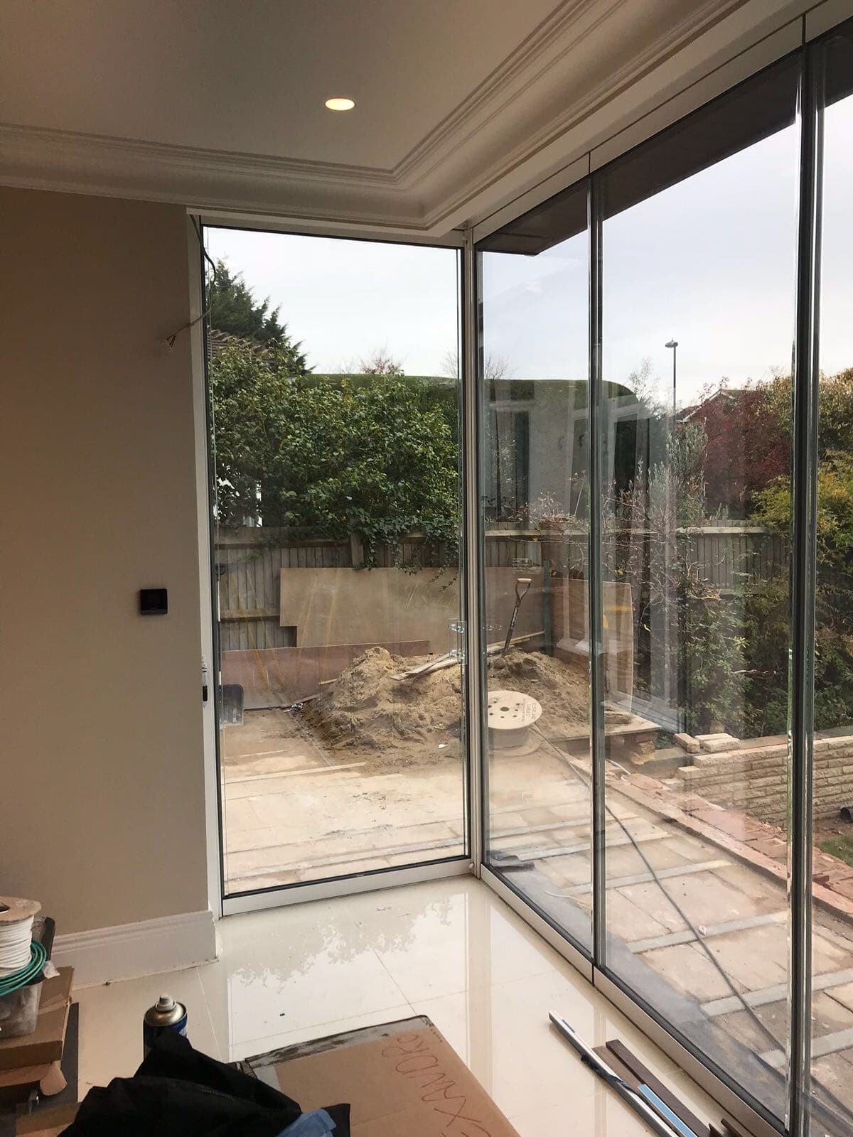 London Large Corner Frameless Doors image 4